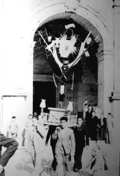 'Arma Christi' de Agurain / Salvatierra saliendo de la Iglesia de San Juan.