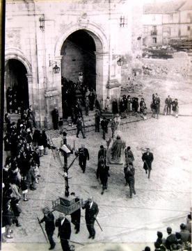 Distintos pasos procesionando en la Semana Santa de Agurain / Salvatierrra.
